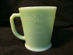 VINTAGE RARE GREEN JADEITE D HANDLE FIRE KING PHILBE DESIGN COFFEE CUP / MUG