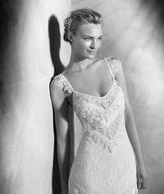 Yadarola, original vestido de encaje, guipur y flecos, vestido novia ibicenco