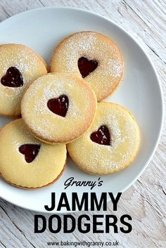 Dodgers Jammy Dodgers Recipe - homemade is always much better than shop bought and these easy jammy dodgers prove that.Jammy Dodgers Recipe - homemade is always much better than shop bought and these easy jammy dodgers prove that. Jammie Dodger Recipes, Cupcakes, Pasta, British Biscuits, British Biscuit Recipes, Easy Biscuit Recipe, Cookie Recipes, Dessert Recipes, Easy Baking Recipes