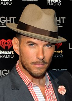 Singer-songwriter Matt Goss arrives at the iHeartRadio Music Festival official closing party at the Light Nightclub at the Mandalay Bay Resort and Casino on September 2013 in Las Vegas, Nevada. Matt Goss, Beautiful Men, Beautiful People, Mandalay Bay Resort, Night Club, Hot Guys, Singer, Mens Fashion, Music