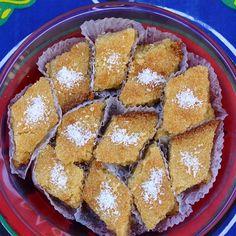 Bassima ist ein saftig süßer Kokosnusskuchen mit Grieß aus Ägypten - Ähnlich wie Basboussa (Harisa)