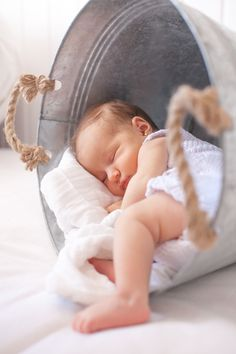 23 Sweet and Precious Newborn Baby Photoshoot to Treasure - Fancy Ideas about Everything Foto Newborn, Newborn Baby Photos, Baby Poses, Newborn Shoot, Newborn Baby Photography, Newborn Pictures, Baby Pictures, Children Photography, Baby Newborn