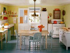 Warm Modern Kitchen Design Ideas and Unique Accents Personalizing Kitchen Interiors Cute Kitchen, Country Kitchen, New Kitchen, Vintage Kitchen, Happy Kitchen, Beautiful Kitchen, Rustic Kitchen, Kitchen Designs Photos, Modern Kitchen Design
