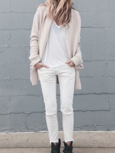 Los looks monocromáticos siempre son un acierto, y ahora que empieza la primavera un total white es lo que necesitas para lucirte!