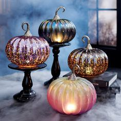 Halloween Mantel, Outdoor Halloween, Halloween House, Vintage Halloween, Halloween Pumpkins, Fall Halloween, Halloween Decorations, Fall Decorations, Halloween Stuff