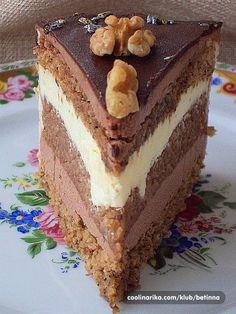 Orasi,čoklada bijela i crna,klasika .Drage moje uz ovufinu tortu,zaželjet ću vam sve najbolje u Novoj 2013