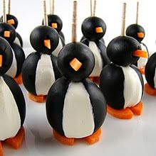 Olive and cream cheese penguins! I used the extra flavored cream cheese from making cheese balls. One Bite Appetizers, Appetizer Recipes, Party Appetizers, Christmas Appetizers, Cute Food, Good Food, Yummy Food, Kreative Snacks, Cocktails For Parties