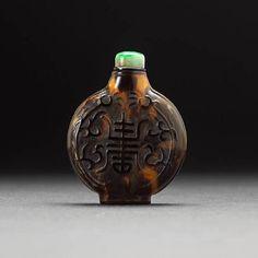A tortoise shell snuff bottle. Four-character Qianlong Mark, Qing Dynasty.
