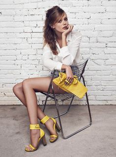 Yellow for details...to had sunshine in a gray day #fashion