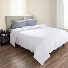 Full / Queen Comforter, White Goose Down Alternative Comforter, Hypo-Allergenic, Quilted Box Stitched, All Season Bed Comforter by Somerset Home