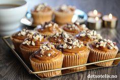 Bananmuffins med nøtter, sjokolade og karamell | Det søte liv Gooey Butter Cake, Mini Cupcakes, Yummy Cakes, Muffins, Breakfast, Desserts, Food, Baking Soda, Caramel