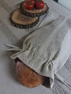 Vrecko na chlieb Natural / shabby. Bread Bags, Diy Organisation, Diy And Crafts, Couture, Purses, Sewing, Shabby, Handmade, Shopping