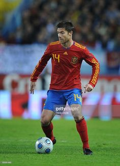 Xavi Alonso of Spain in action during the International friendly match between Argentina and Spain at the Vicente Calderon stadium on November 14, 2009 in Madrid, Spain.