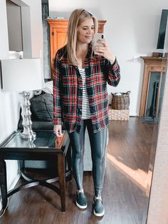 Over 20 Spanx leather leggings outfits - from casual to dressy, this post is covering all the best legging outfit ideas to bust your wardrobe boredom! Legging Outfits, Sporty Outfits, Leggings Fashion, Airport Outfits, Teen Outfits, Athleisure Outfits, Nike Outfits, Shirts For Leggings, Best Leggings