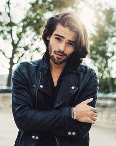 Fashion for man - Leather look / black leather perfecto (model: Renan Pacheco) Medium Hair Styles, Long Hair Styles, Hot Hunks, Long Hair Cuts, Hair And Beard Styles, Great Hair, Stylish Men, Cute Boys, Beautiful Men