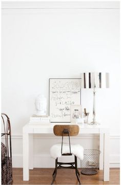 decorology: An elegant home in white and beautiful antiques. #dream #home For guide + advice on lifestyle, visit www.thatdiary.com
