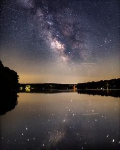 Milky way timelapse over Andover Lake, Connecticut - Milky way timelapse over Andover Lake, Connecticut - Live Wallpaper Iphone, Galaxy Wallpaper, Live Wallpapers, Wallpaper Backgrounds, Nature Wallpaper, Beautiful Sky, Beautiful Landscapes, Beautiful Places, Ciel Nocturne