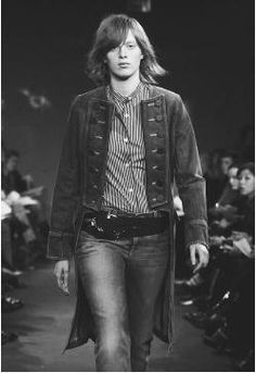 Marc Jacobs, fall 2001 collection. © AP/Wide World Photos.