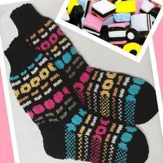 #villasukat #woolsocks #knitting #7veikka #yarn #joy #diy #neulonta #kutominenonkivaa Slippers, Socks, Etsy, Knitting, Fashion, Lilac, Sock Knitting, Ladies Shoes, Hosiery