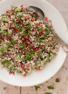 Parelgort salade met granaatappel, broccoli en yoghurt   Gezond koken begint bij variatie, te beginnen met deze echte superfoods!