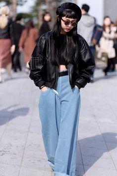 Korea's Buzziest City Is Making Its Style Mark: A Peek Inside Seoul Fashion Week Japon Street Fashion, Japanese Street Fashion, Tokyo Fashion, Korea Fashion, Harajuku Fashion, Street Fashion Outfits, Seoul Fashion Week 2017, Japan Fashion Casual, City Fashion