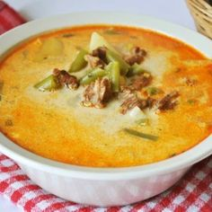 Cheeseburger Chowder, Thai Red Curry, Food And Drink, Ethnic Recipes, Supe, Fashion, Meal, Moda, Fashion Styles