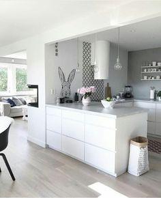Gefällt 2875 Mal 13 Kommentare Scandinavian Homewares (Is To Me) auf Instag White Kitchen Cabinets, Ikea Kitchen, Home Decor Kitchen, Kitchen Living, Kitchen Interior, Home Kitchens, Kitchen Ideas, Nordic Interior, Kitchen Cabinetry