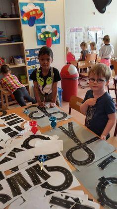 met voorgekopieerde stukken weg kinderen zelf een stad laten maken. Voor tijdens woordenschat verkeer en vervoer