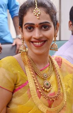 Telugu bride--Nice jhumkas, necklace and kasulaperu Indian Bridal Outfits, Indian Wedding Jewelry, Indian Jewellery Design, Latest Jewellery, Jewellery Box, Gold Earrings Designs, South Indian Bride, Blouse Designs, Kebaya