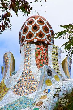 Park Güell, Barcelona, Spain - Designed by Antoni Gaudi & Josep Maria Jujol Art Nouveau, Art Deco, Beautiful Architecture, Art And Architecture, Architecture Details, Barcelona Architecture, Antonio Gaudi, Parc Guell, Madrid