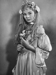 Jean Simmons as Ophelia