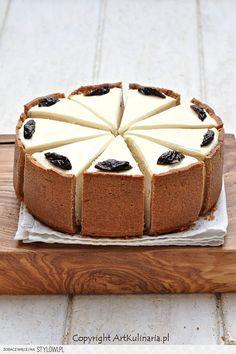 Gently plum cheesecake with cinnamon Cinnamon Cheesecake, Cheesecake Recipes, Dessert Recipes, Cinnamon Desserts, Sweet Desserts, Just Desserts, Cheesecakes, Savarin, Sweet Tarts