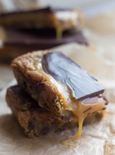 Salted Caramel & Dark Chocolate Blondies - Erren's Kitchen - This recipe is rich and indulgent! It's a recipe you won't soon forget and you'll be making again and again!