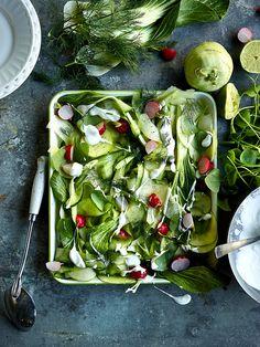 Salade van appel, koolrabi, postelein, radijzen, komkommer, dille en yoghurt