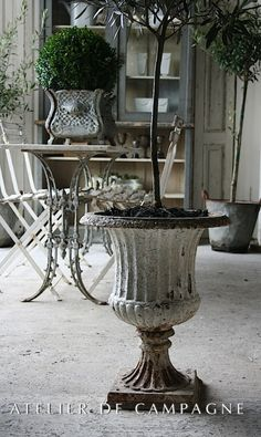 Urn:: Beautiful Antiques from the Atelier de Campagne