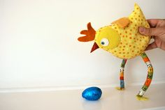 Adorable chick pattern – free tutorial with downloadable pattern pieces from whipup contributor Tania.
