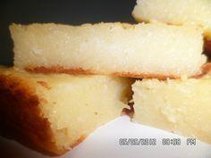 Ingredientes: 1 lata de leite condensado , 1 medida (lata) de leite , 1 vidro de leite de coco (200 ml) , 4 ovos , 2 colheres (sopa) cheias de margarina , 1 xícara (chá) de açúcar , 100 g de coco ralado , 1,5 kg de aipim ralado bem fininho (ele fica tipo moído) ,