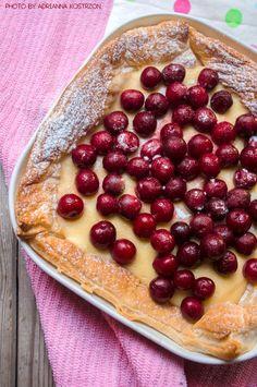 Ciasto francuskie z wiśniami  #gryz #MagazynGRYZ