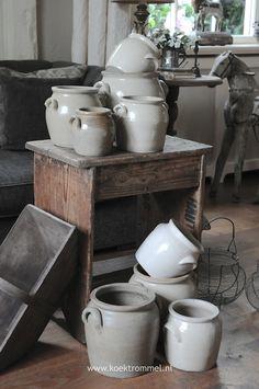 altijd veel oud aardewerk voorradig