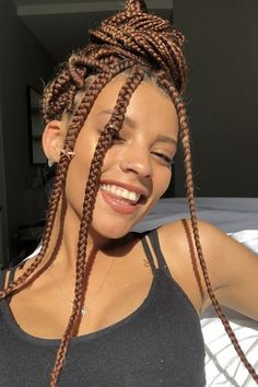 2019 Haircut trends: Give that old-fashioned v cut hair a rest and try these modern and trendy hairstyles. 2019 Haircut trends: Give that old-fashioned v cut hair a rest and try these modern and trendy hairstyles. Brown Box Braids, Big Box Braids, Blonde Box Braids, Box Braids Styling, Colored Box Braids, Jumbo Box Braids, Curled Box Braids, Ombre Box Braids, V Cut Hair