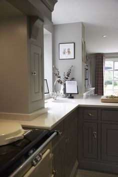 LIKE THIS CAESARSTONE COUNTER TOP COLOUR WITH THIS EDGING ALL ROUND