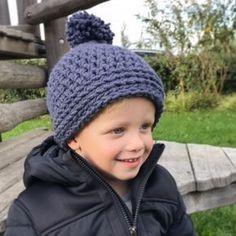 In deze blog deel ik graag mijn patroon voor een lekkere warme, cosy muts met jullie. Het is de afgelopen weken echt herfstweer geworden. Dus ook tijd voor lekkere warme vesten, sjaals en mutsen. Een periode waarin je als haakster je hart weer kunt ophalen en 's avonds lekker onder een dekentje op de bank … Crochet For Kids, Crochet Baby, Free Crochet, Baby Clothes Online, Cute Baby Clothes, Crochet Shawl, Knit Crochet, Baby Boutique Clothing, Baby Kind