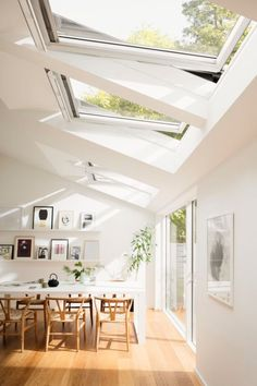 It's possible to use more than one skylight in a room. A skylight is a superb supply of both warmth and light for your house and they can boost the general look of your property together with… Decor Interior Design, Interior Decorating, Home Design, Modern Design, Decorating Ideas, Design Ideas, Design Interiors, Interior Modern, Scandinavian Interior