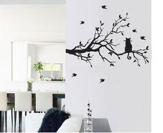 木の上にいる猫のウォールステッカーは、猫ツリーというそうです。白の壁にマッチする、一色だけをつかったウォールステッカー。