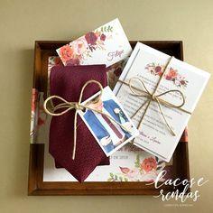 "334 curtidas, 4 comentários - Casar é um Barato (@casar.eumbarato) no Instagram: ""O convite pérola da @lacoserendasconvites é clássico e incrivelmente romântico! Cada detalhe…"" Gifts For Wedding Party, Wedding Cards, Wedding Invitations, Dream Wedding, Marriage, Gift Wrapping, Bridesmaid, Day, Inspiration"