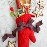Você acaba de comprar um presente de Natal e: 1- descobre que não tem papel de presente em casa 2- quer deixar o presente mais especial 3- deseja sair do clássico embrulho de presente e arrasar na embalagem de uma forma criativa e charmosa. Abaixo tem a solução para as três alternativas, de quebra, presentear […]