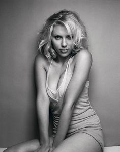 neo pin up Scarlett