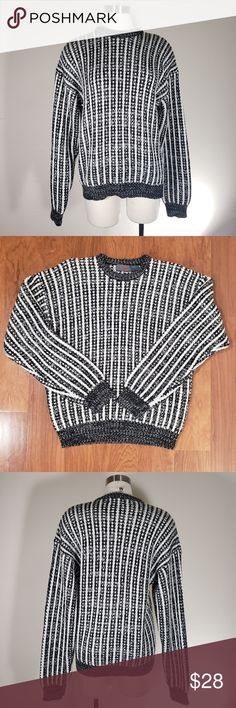 AUTHENTIC VINTAGE Chunky BW Sweater J. TODD Tag Size L Chunky knit No major flaws that I have found. Vintage, pre-loved condition Please let me know if you have any questions! Vintage Ladies, Retro Vintage, Plus Fashion, Fashion Tips, Fashion Design, Fashion Trends, Vertical Stripes, Vintage Sweaters, Bodice