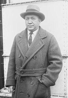 Famous People Who Died in Aviation: Notre Dame football coach, Knute Rockne was killed when his wing separated on March In Bazaar, Kansas. College Football Coaches, Professional Football Teams, Football Fans, Football Jerseys, Football Trivia, Football Football, Football Quotes, Football Stuff, Baseball Stuff