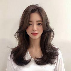 Medium Permed Hairstyles, Cute Hairstyles, Hair Inspo, Hair Inspiration, Medium Hair Styles, Curly Hair Styles, Aesthetic Hair, Haircuts, Korean Fashion